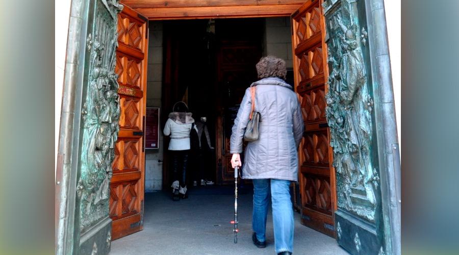 CatedralSantaMariaLaRealDeLaAlmudenaMadrid_EnriqueLopezTamayoBioscaCC-BY-2.0_Flickr_170315