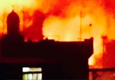 Terroristas afines a ISIS incendian catedral y secuestran sacerdote y fieles en Filipinas